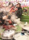 二道区荣光街道兴隆社区开展制作糖葫芦活动