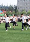 我校开展首届趣味体育活动