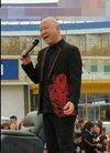 52岁郭冬临现身某商场开业活动,春晚常客也沦...