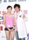 组图:孙耀威陈法拉出席活动大玩测量心跳