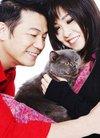 欧锦棠夫妇与爱猫拍写真呼吁社会对宠物更关爱