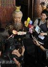 图文:《传奇》探班-鲍国安接受媒体采访