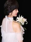 演员赵雅芝高清写真,穿白色礼服,仙气十足