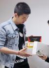 黄志忠出席明星下午茶活动 特别定制达令App...