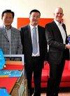 留学归国企业家苏世民向维也纳大学赠中国蓝皮...