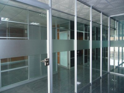 活動隔斷安裝告訴你移動玻璃隔斷具有多種優勢效果
